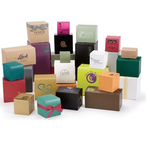 Kartoninės dėžės su spauda ar logotipu